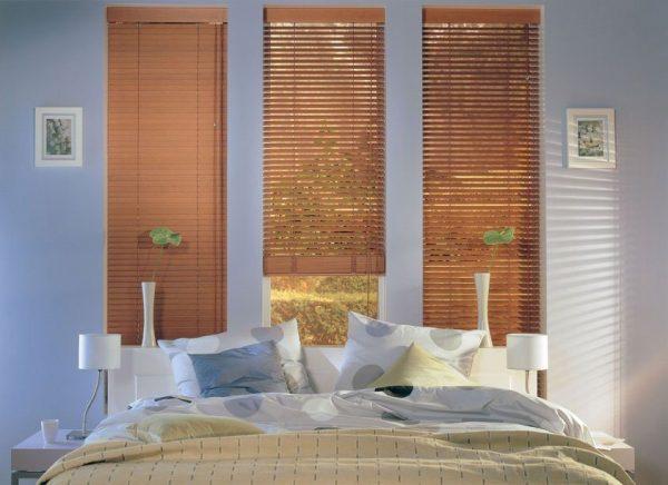 תריס ונציאני מעץ מותאם לחדר שינה