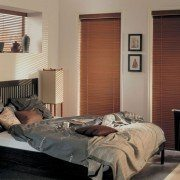 תריס ונציאני מעץ לחדר שינה