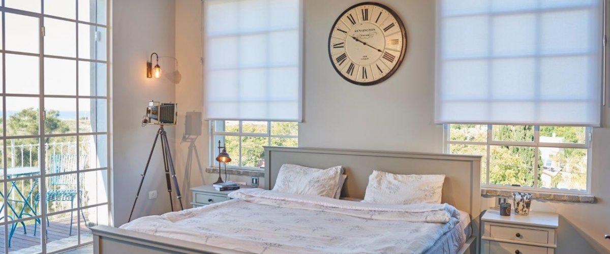 וילונות גלילה הצללה לחדר השינה